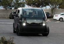 Уникальный электро-микроавтобус Canoo выехал на дороги (видео)