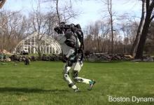 Видео: робот Atlas от Boston Dynamics совершает спортивную пробежку