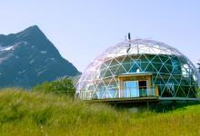 Как построить геодом под стеклянным куполом знает семья из Норвегии (видео)