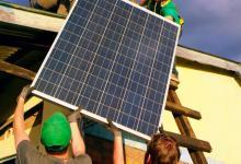 «Солнечная» крыша Tesla будет поставляться с домашней батареей и зарядным для электрокаров