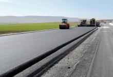 В Голландии создали самовосстанавливающийся асфальт, способный заряжать электромобили
