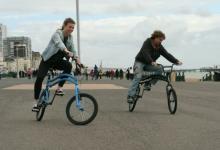 Удивительный велосипед, в котором рулят два колеса, представлен на Kickstarter (видео)