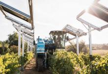 Раздвижные солнечные панели Ombrea улучшат урожай и защитят его от града (видео)