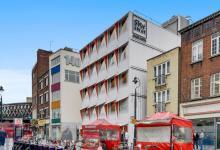 В Лондоне построили отель из 26 морских контейнеров