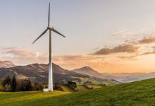 Соседство с холмами улучшает работу ветряков на 24% - неожиданный результат нового исследования