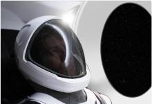 Илон Маск показал официальное фото скафандра SpaceX