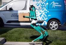 Видео: двуногий робот-курьер Digit от Ford и Agility Robotics и беспилотный фургон опробованы в деле