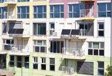 Ученые выяснили, как лучше использовать балконные солнечные батареи совместно с домашними аккумуляторами