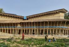 Землебитное здание Anandaloy стало победителем Obel Award 2020 (видео)