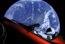 SpaceX отправит туристов к Луне на год позднее