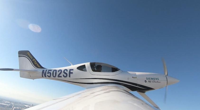 Композитный электросамолет Sun Flyer 2 с приводом от Siemens поднялся в воздух