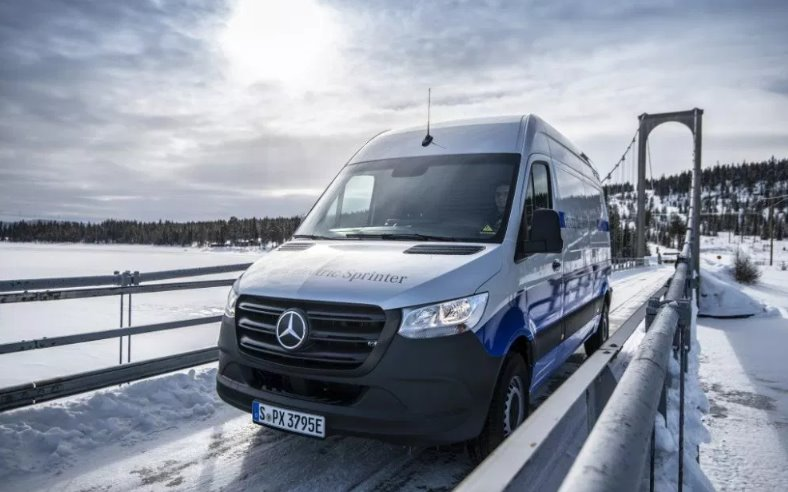 Фургон Mercedes-Benz eSprinter на электротяге