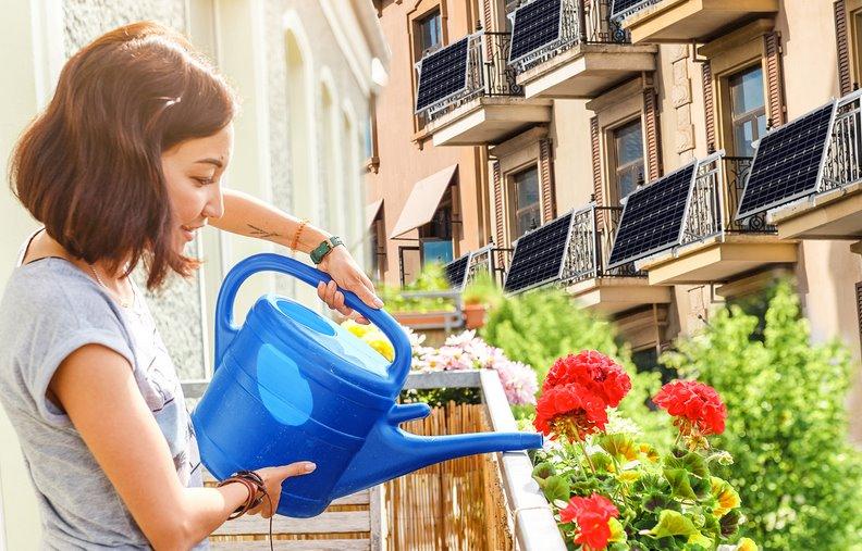Установка солнечных панелей на ограждении балкона