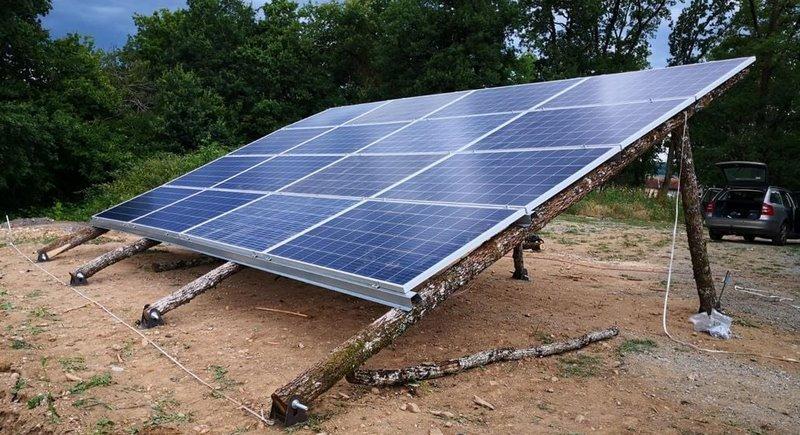 Солнечная станция на каркасе из необработанного дерева строится во Франции
