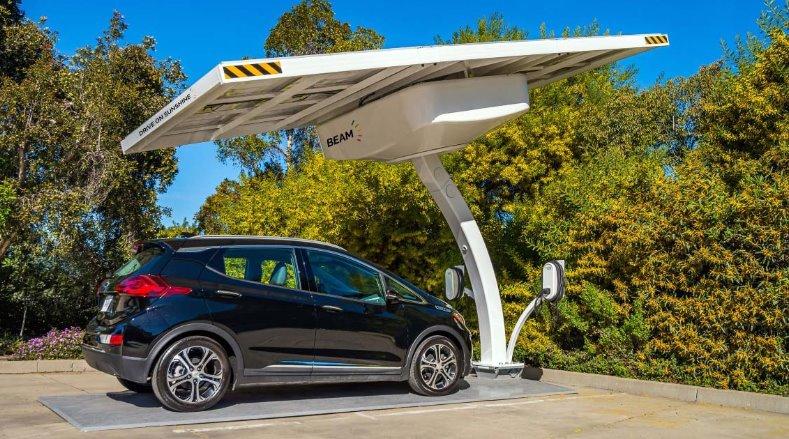 Мобильные солнечные зарядные станции Beam EV ARC обеспечат электросамолеты и электромобили энергией