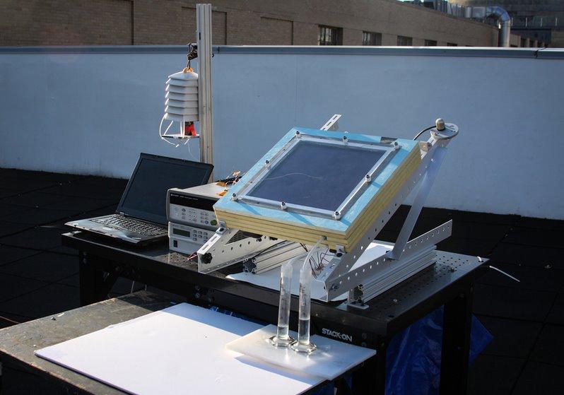 Устройство для получения воды из воздуха на солнечной энергии