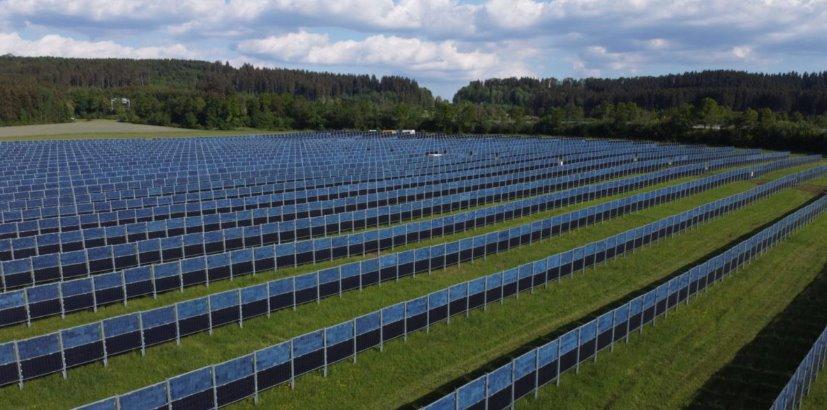 Новая агро-СЭС из двухсторонних панелей с вертикальным положением открыта в Германии