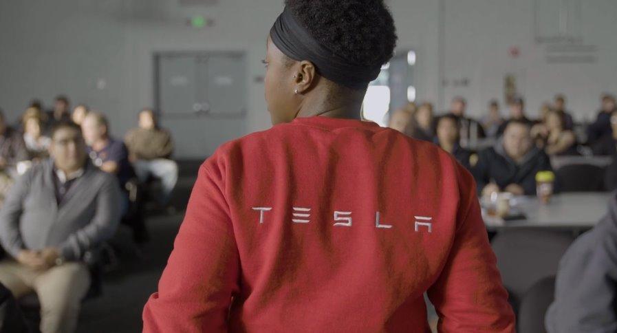 Достижения Tesla компания выпустила видео о своих успехах за прошедший год