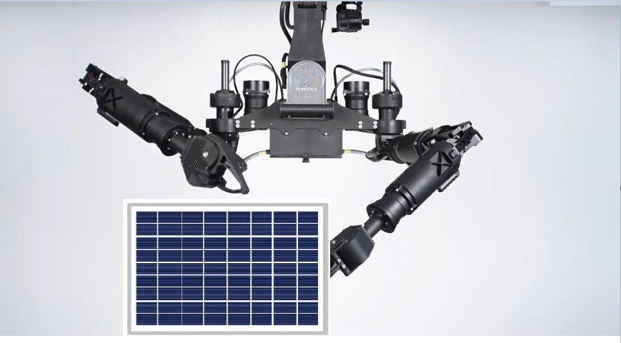 Робот устанавливает солнечную панель
