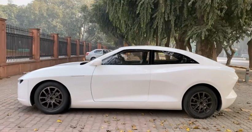 Електричний седан з Індії