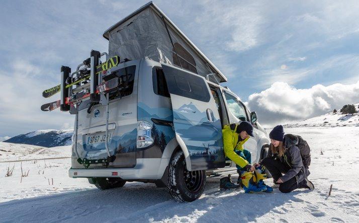 Электрический минивен для зимнего кемпинга - Nissan e-NV200 Winter Camper