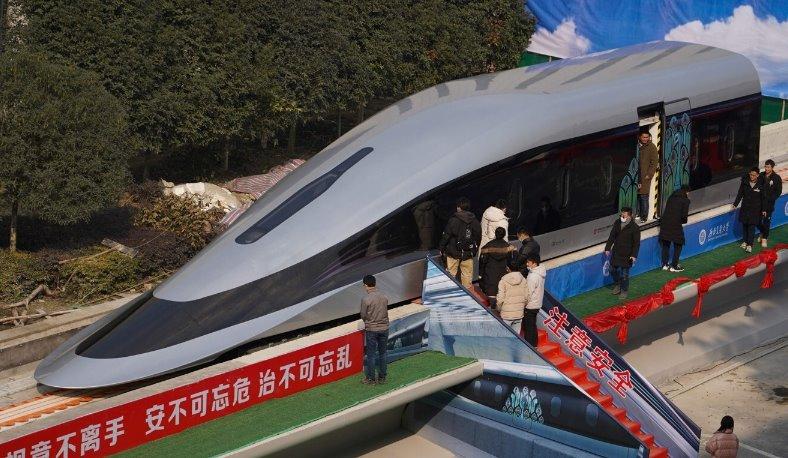 Китайский поезд на магнитных подушках получит максимальную скорость до 620 кмч