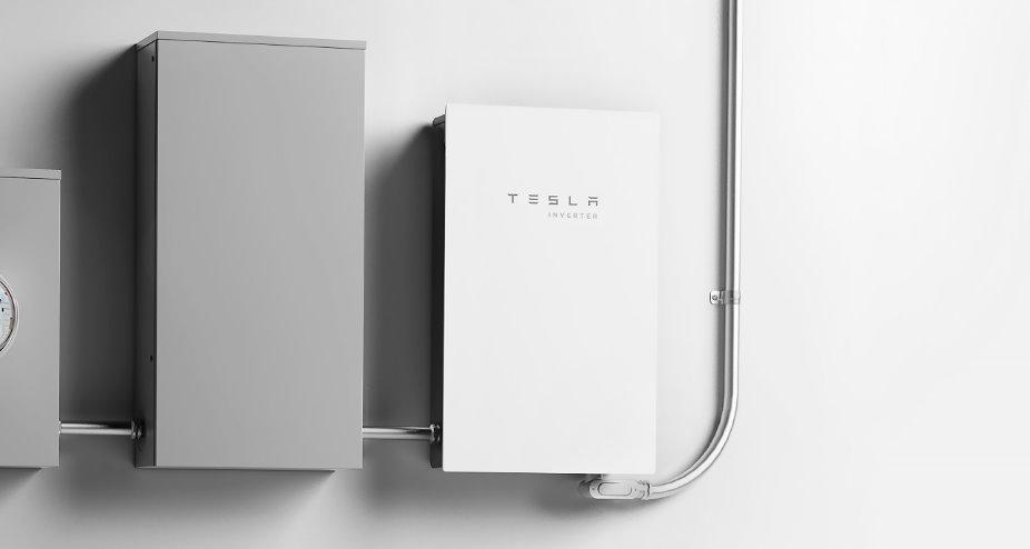 Tesla выпустила свой солнечный инвертор