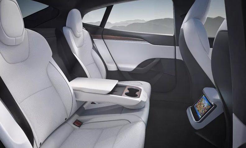 Пасажирське місце Tesla Model S