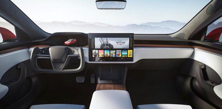 Интерьер Tesla Model S 2021
