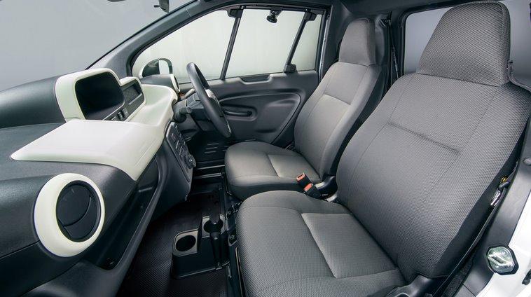 Интерьер Toyota C+pod