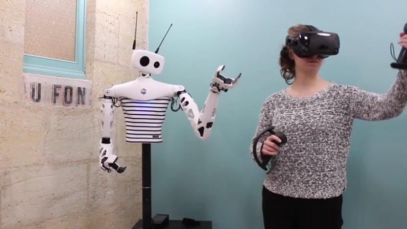 Робота-гуманоида от Pollen Robotics научили удаленно повторять движения человека