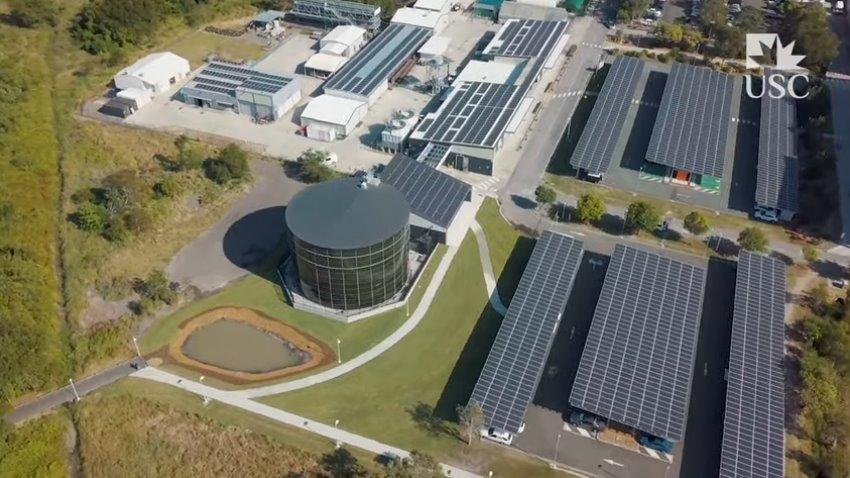 Солнечные батареи и водный резервуар