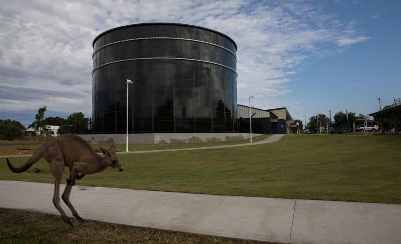 Водяная батарея и 6000 солнечных панелей сэкономят австралийскому университету 100 млн