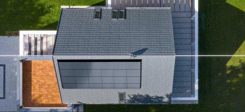 Tesla выводит на рынок 430-ваттную солнечную панель