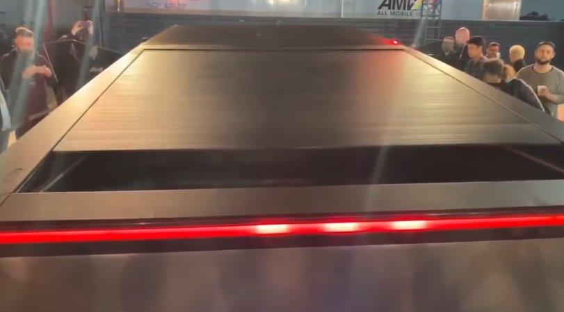 Tesla Cybertruck получит солнечную сдвижную крышку кузова