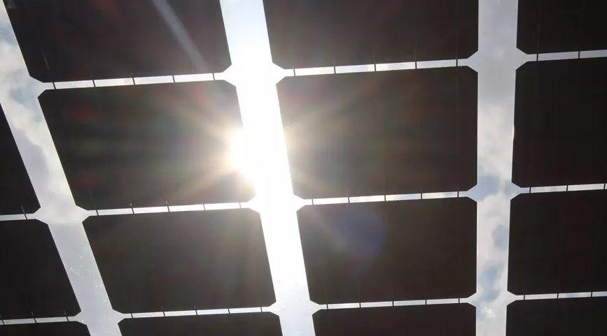 Безрамочные прозрачные солнечные панели