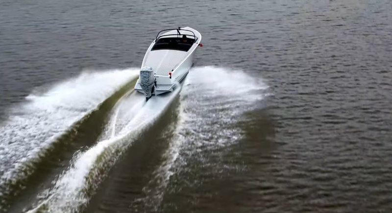 Самый мощный лодочный электромотор поможет установить скоростной рекорд