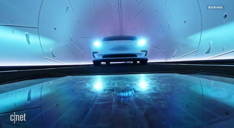 Электромобиль в тоннеле Маска