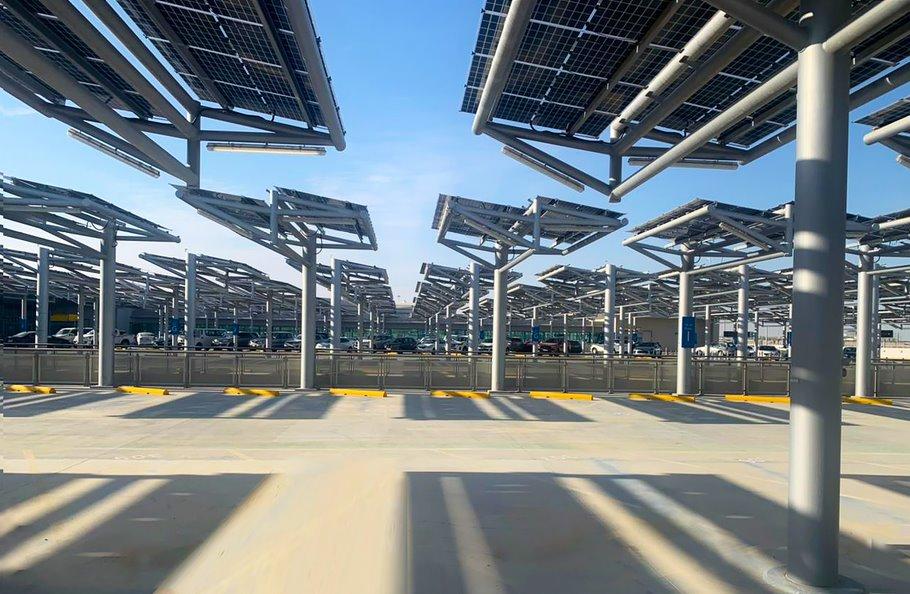 Солнечная парковка - самая большая в мире