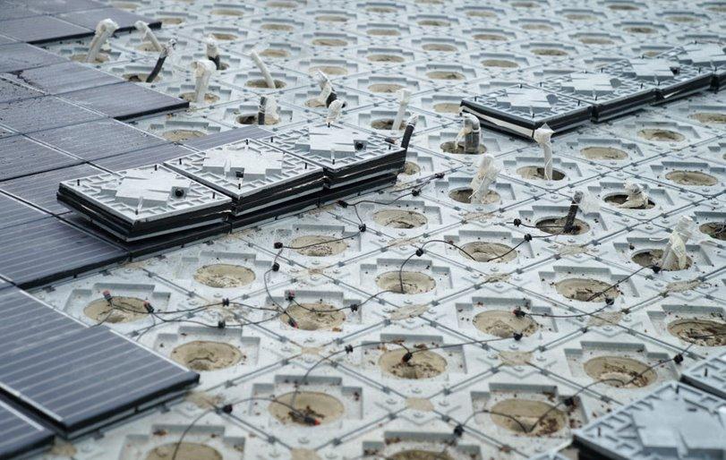 Фотоэлектрическая тротуарная плитка