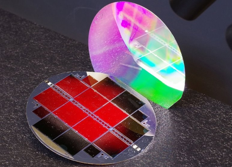 Новый тандемный солнечный элемент получил КПД 35,9