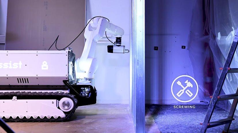 Робот на стройке