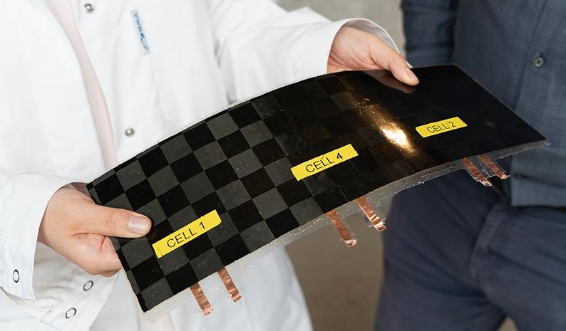 Невесомый аккумулятор из углеволокна заменит металлические детали электрических авто и самолетов