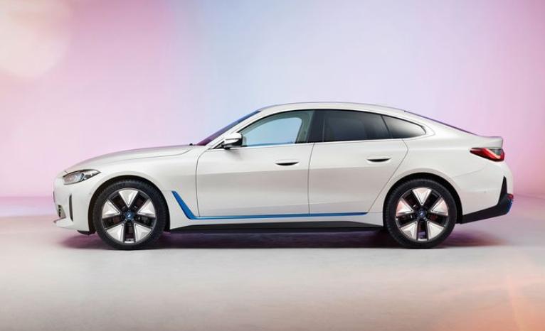 Электроседан BMW i4