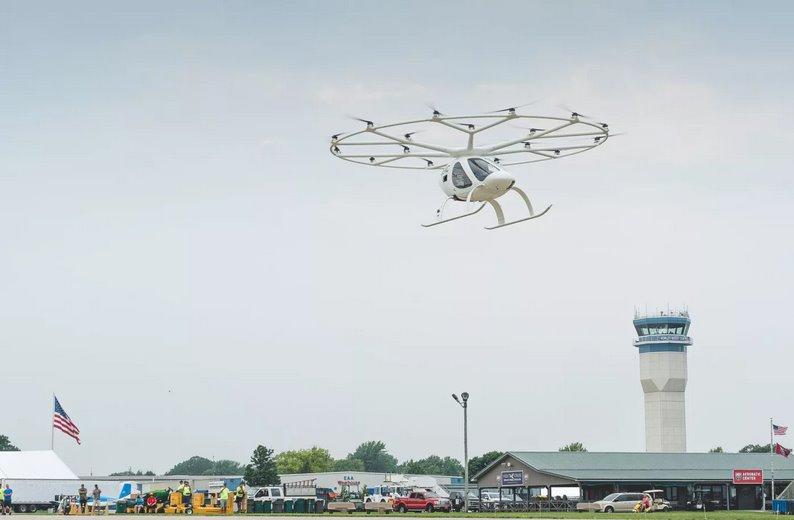 Видео аэротакси Volocopter совершило первый публичный полет с экипажем в США