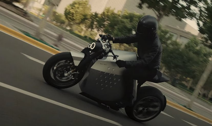 Электромотоцикл Da Vinci Dynamics умеет ездить без байкера (видео)
