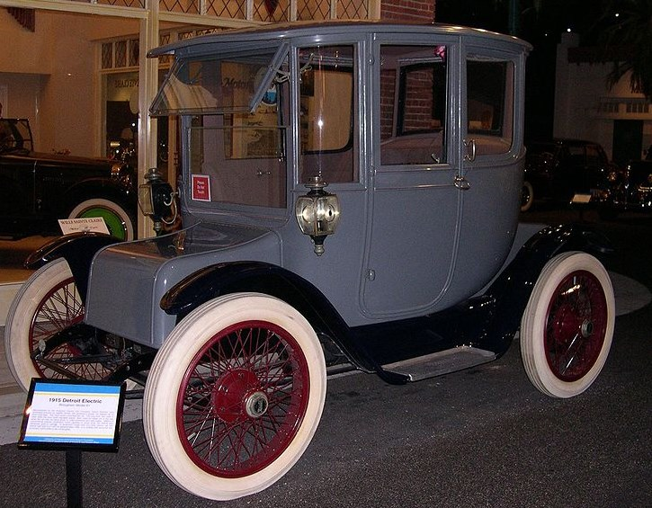 Электрокар Detroit Electric выпуска 1915 года