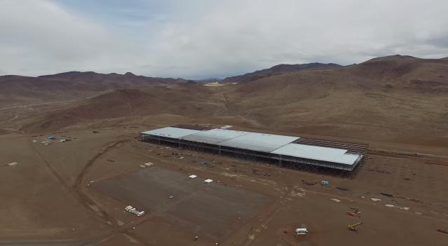 Илон Маск показал автомобиль Tesla, который будет ...