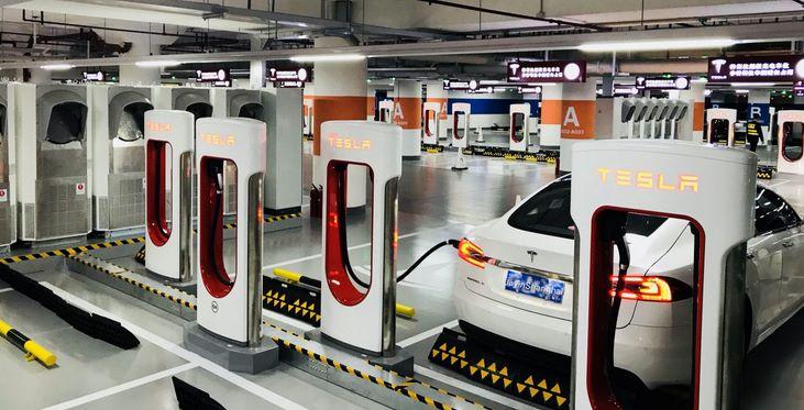 Tesla открыла наибольший зарядочный комплекс вмире