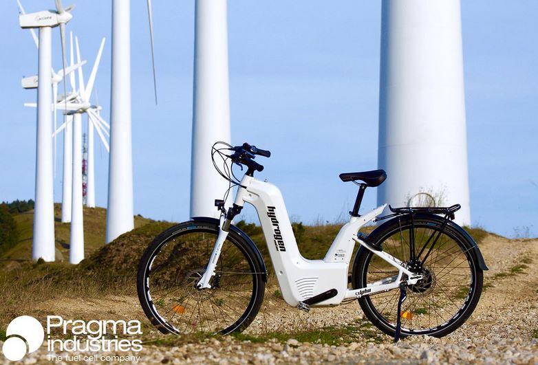 Водородный электробайк Alpha заправляется за 2 минуты и проезжает 100 км на одном заряде